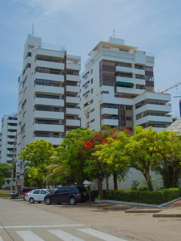 Edificio ventura barajas constructora for Pisos 7 palmas edificio president